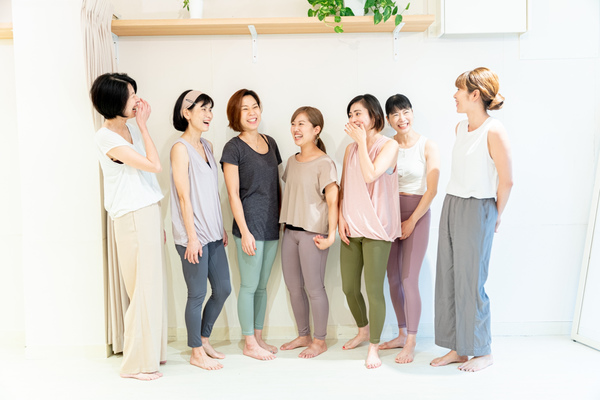ヨガインストラクター養成講座の魅力に迫るシリーズ9〜シニアヨガ〜